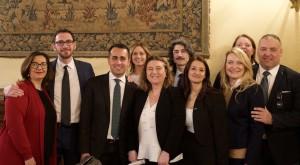 nunzia-catalfo-e-luigi-di-maio-con-i-membri-del-m5s-in-commissione-lavoro-e-il-sottosegretario-cominardi