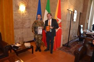 il-capo-di-stato-maggiore-dellesercito-e-il-presidente-dellars-gianfranco-micciche