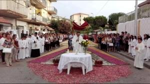 Guardavalle Marina (Cz). Si rinnova la tradizionale infiorata per il Corpus Domini.