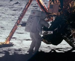 2-foto-20-luglio-1969-primo-sbarco-umano-sulla-luna