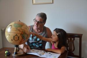 8-foto-nonno-andrea-nipotina-e-mappamondo-16-luglio-2019-calolziocorte-lc