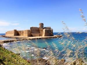 """Isola Capo Rizzuto (KR). La fortezza """"Le Castella"""" apre i battenti il 15 luglio 2019"""