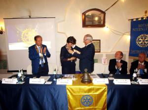 Lamezia Terme (Cz). Passaggio del collare al Rotary di Lamezia Terme, Natalia Majello nuovo Presidente