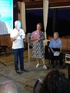 3-il-sindaco-di-badolato-gerardo-mannello-e-i-due-oratori-clara-giannuzzi-e-vinenzo-squillacioti-27-08-2019-sera-pres-film-bonato