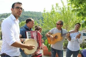 mimmo-audino-co-musica-per-turisti-borgo-di-badolato-di-calabria-estate-2019