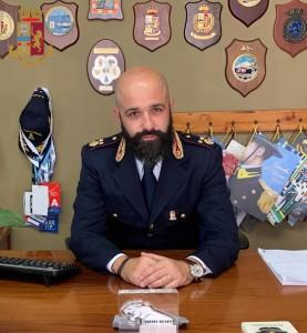 Il Vice Questore Aggiunto Simone Scalzo è il nuovo Vice Dirigente della Squadra Mobile. Il Vice Questore Lara La Rosa assume la dirigenza del Commissariato di P.S. di Milazzo