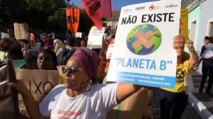 foto-n-8-bis-non-esiste-pianeta-b-contro-incendi-in-amazzonia