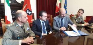 Messina. Firmato a Palazzo Zanca il protocollo d'intesa con il comando della Brigata Aosta.