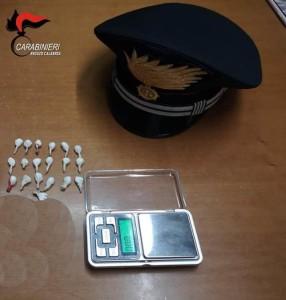 Reggio Calabria. Ricercato viene riconosciuto da un carabiniere fuori servizio. Arrestato dopo un breve inseguimento.