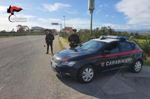 LOcri (Rc). Violenza sulle donne: colpisce la convivente con 14 coltellate e scappa. Arrestato dai carabinieri in poco tempo.