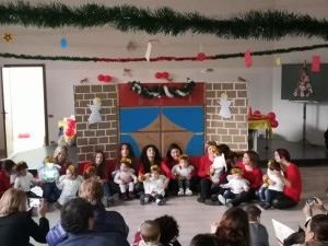 """Badolato (Cz). Un """"Natale in Festa"""" con le famiglie ed i partner della straordinaria esperienza della Classe Primavera del progetto """"Servizi 0-6: Passaporto per il Futuro""""."""
