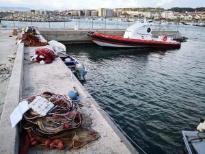 Stretta alla pesca illegale: sequestrate nel porto di Catanzaro reti utilizzate per la pesca del novellame di sarda.