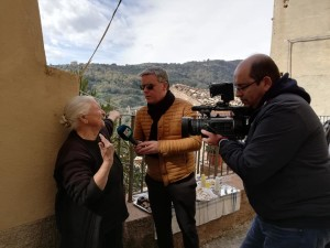 """La troupe televisiva dell'emittente """"LaC"""" a Badolato (Cz) per delle riprese speciali in vista del prossimo programma di Domenico Milani."""