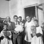 8-ges_-bambino-visita-le-case-di-badolato-1958-famiglia-badolato-a-ponzo