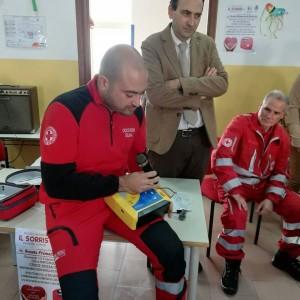 Badolato (Cz). Donato un defibrillatore alla scuola primaria, l'inaugurazione con gli alunni.