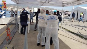 Messina. Sbarco del 13 febbraio. Polizia di Stato e Guardia di Finanza identificano e sottopongono a fermo i presunti scafisti.