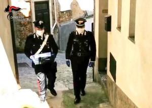 Villa San Giovanni (Rc). I Carabinieri consegnano computer portatili agli alunni dell'istituto Professionale Alberghiero Turistico per lo studio a distanza.