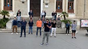 """Lamezia Terme (Cz), le mascherine tricolore tornano in piazza. """"Cittadini abbandonati, dal governo solo proclami"""""""