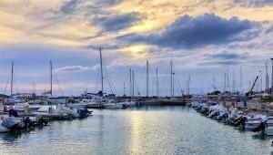 """Roccella Jonica (Rc) festeggia la 18° """"BANDIERA BLU"""" per la spiaggia e la 4° per l'approdo turistico Porto delle Grazie"""