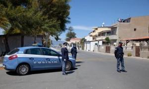 Reggio Calabria. Polizia di Stato : le volanti arrestano padre e figlio per maltrattamenti in famiglia e minacce.
