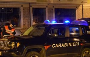 Forza un posto di controllo a Gioia Tauro (Rc): arrestato dai carabinieri un ventenne del posto per resistenza a pubblico ufficiale.