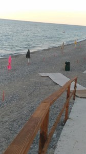"""Guardavalle (Cz). Ombrelloni e lettini abusivi in spiaggia, il Sindaco Ussia dice """"basta"""" e lancia un secondo avviso."""
