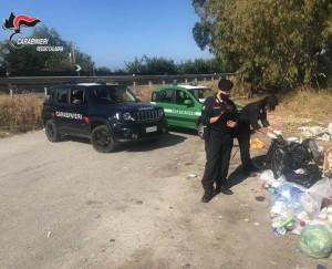 Palizzi (Rc). Ancora rifiuti abbandonati. Intervengono i carabinieri di Bianco (Rc).