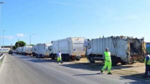 camion-conferimento-rifiuti_0