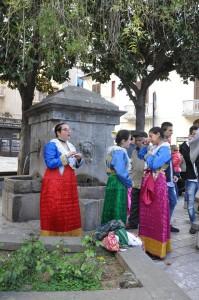 11-ragazze-alla-fontana