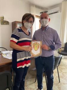 Scuola Calcio FCD Guardavalle: Il Presidente Alonso Alcaro, consegna i presidi medici frutto dell'asta di beneficenza.
