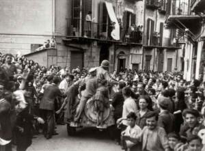 foto-2-monreale-luglio-1943-arrivo-delle-truppe-americane