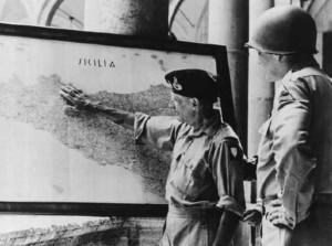foto-3-montgomery-e-patton-discutono-loperazione-in-sicilia