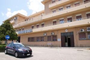 Messina: sulla macchina nascondevano droga ed una pistola. Arrestati dai Carabinieri.