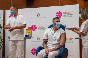 Vaccine day, allo Spallanzani i primi tre vaccinati contro Covid-19.