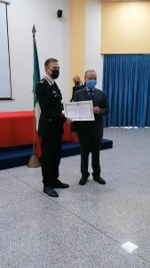 il-gen-paterna-consegna-lonorificenza-al-lgt-vaccari-2